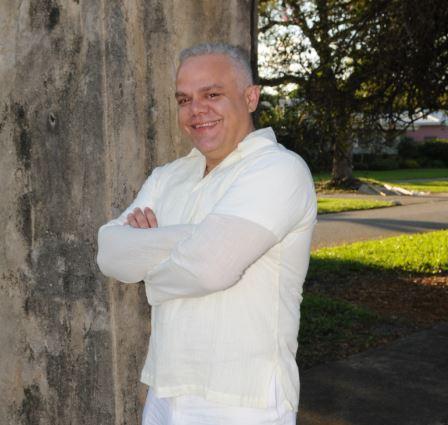 Hector L Espinosa